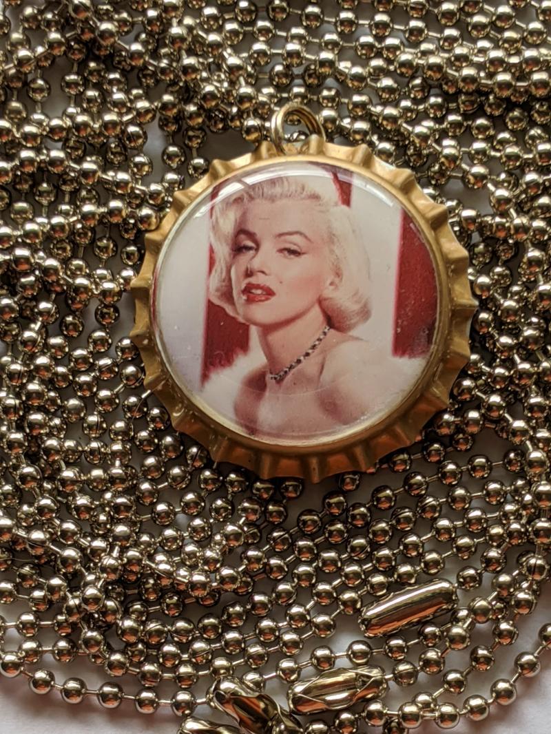 Marilyn Monroe Pin-up Bottlecap pendant adjustable ball chain necklace